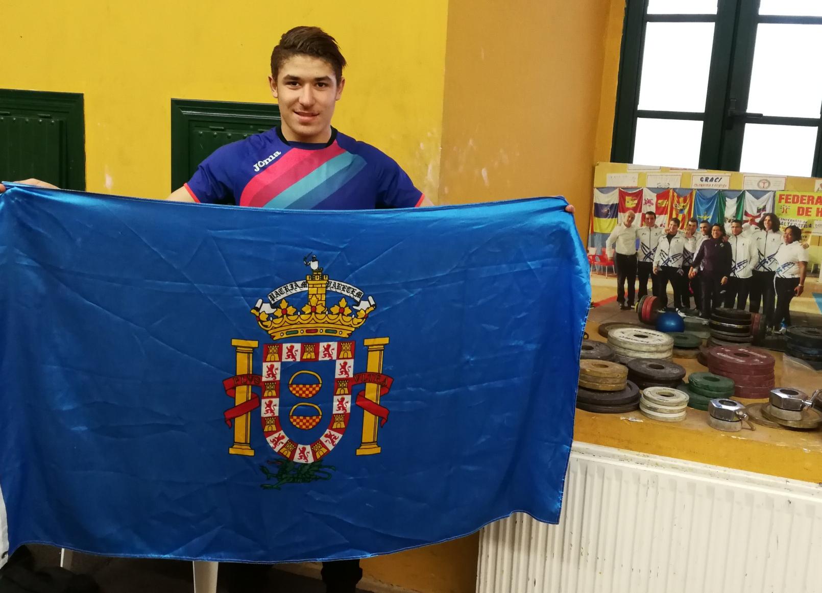ismail con la bandera